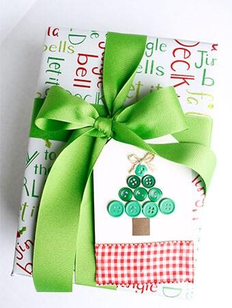 Button-Christmas-Tree-Gift-Tag-9